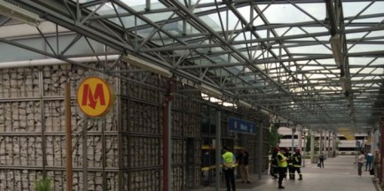 Ewakuacja stacji metra Młociny. Znaleziono podejrzany bagaż