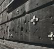 Warszawski fotograf opatrzył mury poranione kulami