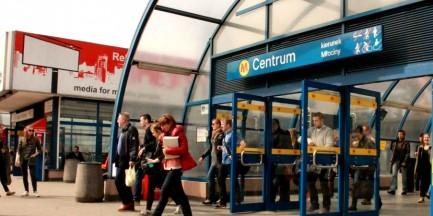 Przeskakiwanie bramki w metrze i granie na instrumencie w tramwaju będzie wykroczeniem