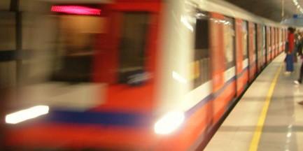 Metro jeździ częściej w godzinach szczytu