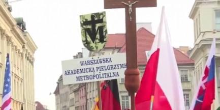 Ruszyły pielgrzymki na Jasną Górę. Uwaga, utrudnienia w Warszawie! [WIDEO]
