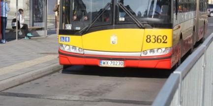 """Podziękowali kierowcy autobusu za pomocą infolinii 19115. """"Oddał torebkę, nie chciał znaleźnego"""""""