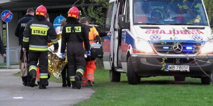 Rowerzysta potrącony przez samochód. Dostał 300 złotych mandatu, bo jechał przez przejście dla pieszcyh