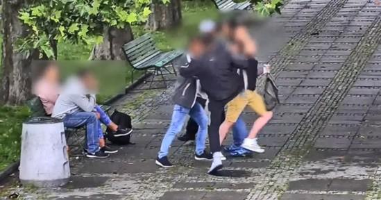 Napad przed Pałacem Kultury (fot. Policja)