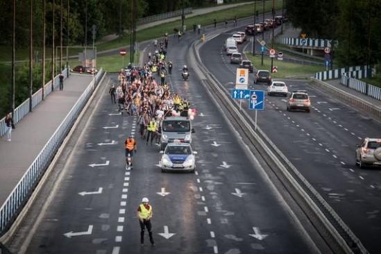 Nightskating w Warszawie. Fot. Jakub Orzechowski/Agencja Gazeta