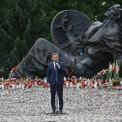 """Prezydent Andrzej Duda podczas uroczystości przed pomnikiem """"Polegli Niepokonani 1939-1945"""". Fot. Rafał Guz/PAP"""