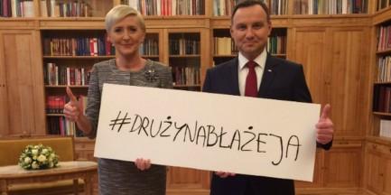 """Para prezydencka, sportowcy i artyści. """"Drużyna Błażeja"""" wspiera 14-latka, który stracił nogi w wypadku"""