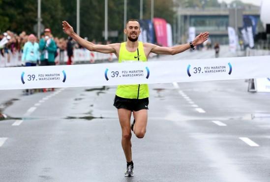 Przebiegnięcie dystansu 42 kilometrów zajęło mu 2 godziny 11 minut i 27 sekund Fot. PAP/Leszek Szymański