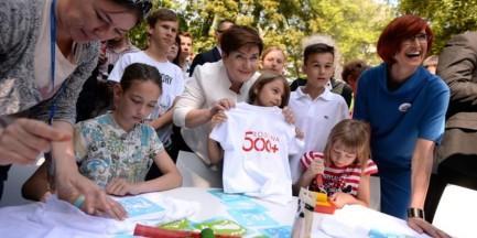 Premier Szydło przyjęła dzieci w ogrodach KPRM