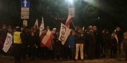 """KOD przed Sejmem. """"Spontaniczny protest"""""""