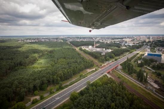 Szybowiec rozbił się na bemowskim lotnisku. Fot. Łukasz Nowaczyk/Agencja Gazeta