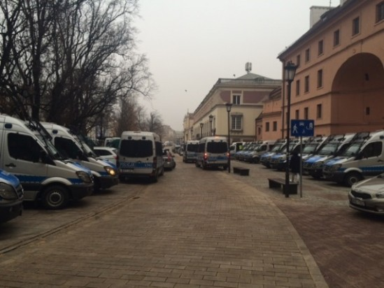 Siły policyjne zgromadzone przy Krakowskim Przedmieściu, fot. Wawalove