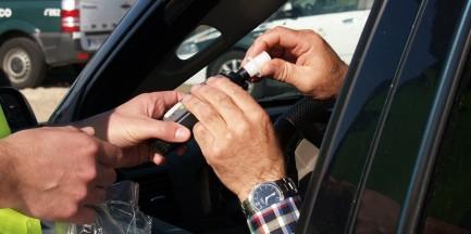 Sylwester i alkohol. Kiedy można usiąść za kierownicą?