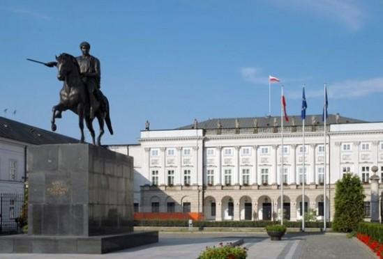 Pałac Prezydencki i pomnik ks. Józefa Poniatowskiego (wikimedia Commons, Fot: GNU Free Documentation License)
