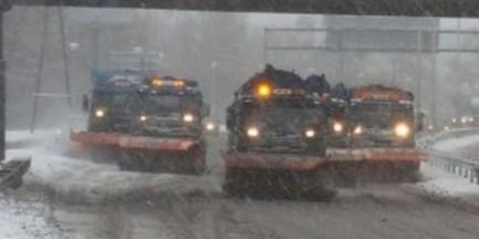 Śnieg w stolicy, posypywarki wyruszyły w miasto