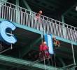 """Montują """"Miło cię widzieć"""" na moście Gdańskim! [ZDJĘCIA]"""
