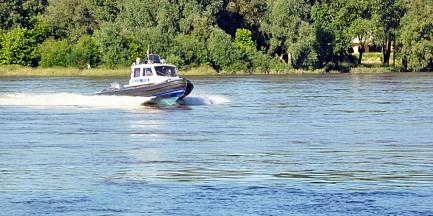 24-latek skoczył z mostu, uratował go patrol rzeczny