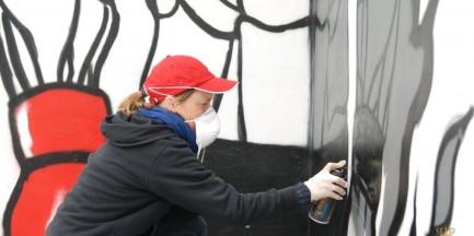 Znani sportowcy i studenci stworzyli mural dla dzieci z Policyjnej Izby Dziecka