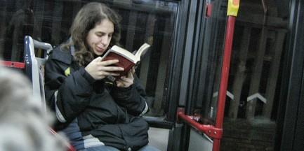 Posłuchaj książek. W autobusie