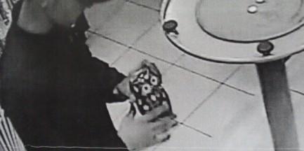 Kradzież rozbójnicza w jednym z otwockich barów. Rozpoznajesz tego mężczyznę?