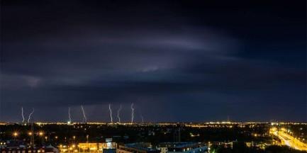 Alert pogodowy. Synoptycy ostrzegają przed burzami, gradem i porywistym wiatrem