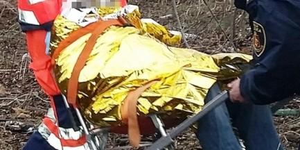 """68-letni bezdomny zasłabł w altanie na Woli. """"Znalazła go córka, która przyszła w odwiedziny"""""""