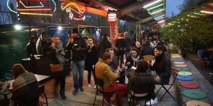 Jedzenie pod gołym niebem. Nocny Market na peronach Dworca Głównego