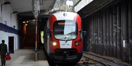 Zderzenie tira z pociągiem WKD. Utrudniony dojazd do centrum Warszawy