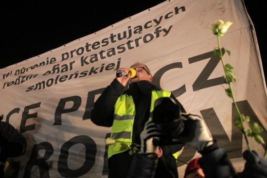 Protesty pod Pałacem Prezydenckim. Fot. Przemek Wierzcholski/Agencja Gazeta