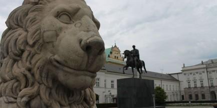 """Gdzie stanie pomnik Smoleński? """"Nie na Krakowskim Przedmieściu"""""""