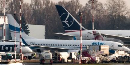 Samolot zderzył się z ptakiem. Musi lądować w Warszawie