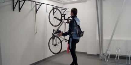 Olbrzymia biurowa rowerownia. Instytut Lotnictwa dba o cyklistów