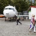 Samolot stanął przed PKiN. Fot. Dawid Zuchowicz/Agencja Gazeta