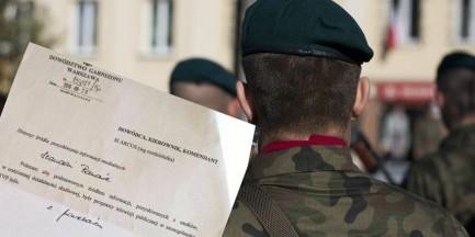 """Dowódca Garnizonu Warszawa do żołnierzy: """"polecam, aby podstawowym źródłem informacji były programy telewizji publicznej"""""""