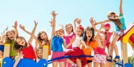 Klasy i skakanie przez gumę zamiast telewizji. Popularna stacja zrezygnuje z bajek dla dzieci